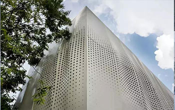 Architectural Wire Mesh can be tensioned over the entire height of the facade
